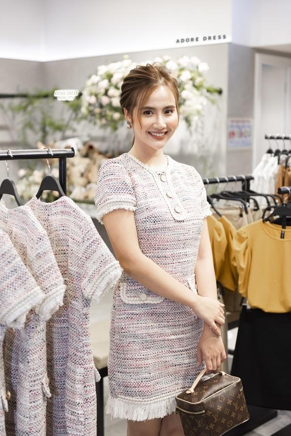 Huyền Lizzie ngày càng xinh đẹp,mặn mà và được đánh giá cao bởi gu thời trang tinh tế.