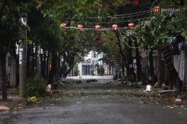 Đường phố vắng tanh, không người qua lại (Ảnh: Ngọc Thắng)