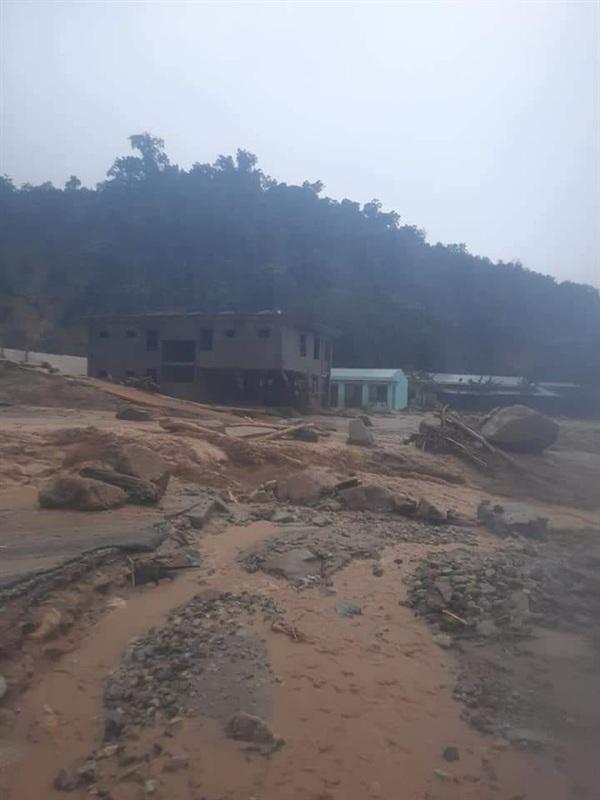 Hiện trường vụ sạt lở đất ở Thôn 1, xã Trà Leng - Ảnh: Đình Thức