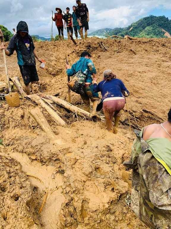 Hiện trường vụ sạt lở núi ở Phước Sơn (Ảnh: Người Lao Động)