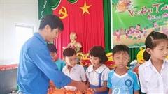 Sóc Trăng: Trao quà trẻ em nghèo hiếu học nhân dịp Tết trung thu
