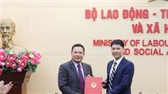 Trao Quyết định bổ nhiệm Phó Chánh Văn phòng Quốc gia về giảm nghèo