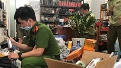 Kinh doanh hung khí trong…cửa hàng bán túi xách giả