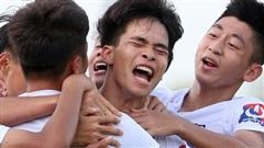 Cầu thủ trẻ Học viện NutiFood JMG phát triển thể hình rõ rệt sau 5 năm ăn tập với điều kiện tốt nhất