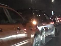 Hà Nội: Ba vụ tai nạn giao thông liên hoàn trên cầu Nhật Tân