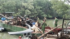Bắt 2 phương tiện hút cát trái phép trên sông Đồng Nai