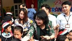 Phó Chủ tịch nước Đặng Thị Ngọc Thịnh vui trung thu với học sinh Hà Giang