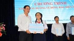 Thêm 7,7 tỉ đồng tiền và hàng cứu trợ cho đồng bào miền Trung