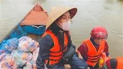 Ca sĩ Thủy Tiên quyên góp tiền cứu trợ: Đúng hay sai?