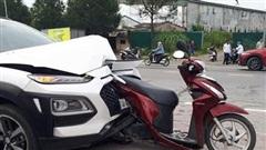 Lý do mũi ô tô dễ hư hại dù chỉ va chạm nhẹ với xe đạp, xe máy