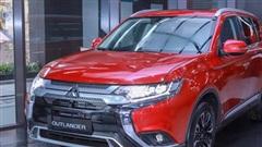 Giá xe ôtô hôm nay 23/10: Mitsubishi Outlander tặng phụ kiện và bảo hiểm vật chất