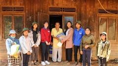 Nữ sinh truyền cảm hứng cho học sinh dân tộc thiểu số K'Ho