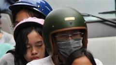 Hàng nghìn người Sài Gòn 'mệt phờ' giữa nắng nóng và khói bụi do đóng hầm Thủ Thiêm