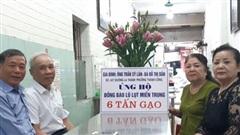 Một gia đình ở quận Ba Đình, thành phố Hà Nội ủng hộ các tỉnh miền Trung 6 tấn gạo
