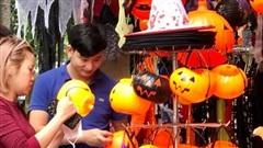 Hà Nội: Phố cổ rực rỡ sắc màu Halloween