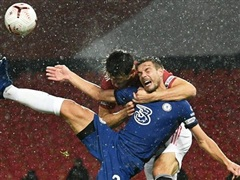 Premier League: M.U-Chelse bất phân thắng bại, Liverpool lên tốp 2