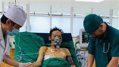 5 tiếng căng thẳng cứu người đàn ông ho ra gần nửa lít máu mỗi lần