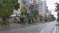 Thành phố Huế vắng hoe sau khi bão Molave đi qua