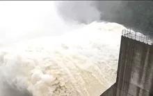 Thủy điện Đăk Mi 4 xả lũ, Quảng Nam đối diện lũ lịch sử