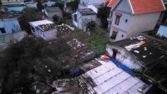 Bão số 9: Quảng Ngãi gió giật mạnh làm nhiều nhà tốc mái, 1 người tử vong