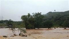 Lũ lớn làm sập nhà trên tuyến đập hồ chứa thủy điện ở Bình Định