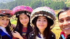Quyền Linh tươi tắn bên vợ cùng hai con gái xinh đẹp