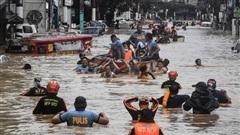 Video: Bão Vamco càn quét khiến thủ đô của Phillipines chìm trong biển nước