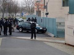 Đức: Một đối tượng lao xe vào cổng Phủ thủ tướng ở Berlin