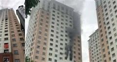 Dập tắt đám cháy tầng 13 chung cư Xa La