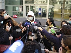 Pháp điều tra vụ ba cảnh sát hành xử thô bạo với một người da màu