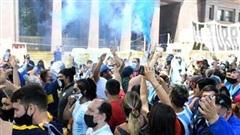 Hàng vạn người hâm mộ Argentina xếp hàng tiễn biệt huyền thoại Maradona