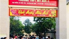 Học sinh Hà Nội cầm dao đuổi đánh nhau trong sân trường