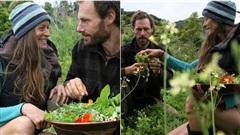 Cặp vợ chồng vào rừng săn bắt hái lượm như thời tiền sử