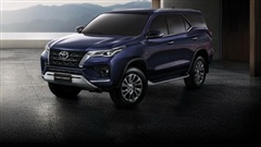 Ra mắt Toyota Fortuner 2021 - 'Vua SUV 7 chỗ' sửa thiết kế, đáp trả Hyundai Santa Fe