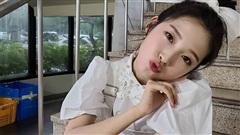 7 kiểu tóc búi 'mix' phụ kiện xinh xẻo của loạt mỹ nhân Hàn, bạn học theo thì tóc tai sẽ chẳng bao giờ 'chán đời'