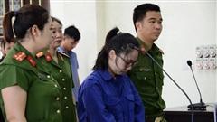 Cuộc đối đáp nảy lửa giữa VKS với luật sư không thể cứu vãn cô gái đầu độc chị họ bằng trà sữa thoát án tử