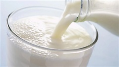 Tạm giữ hình sự bà nội nghi tiêm thuốc chuột vào sữa để đầu độc cháu bại não ở Thái Bình