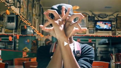 """Màn vũ đạo với những ngón tay cực kỳ """"bá đạo"""""""