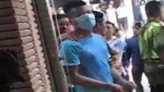 Vụ tiệm vàng bị trộm 350 cây vàng: Công an đưa 1 thanh niên đến hiện trường