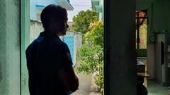 Vụ con gái đánh đập, đổ rác vào mặt mẹ già 88 tuổi ở Long An: Hàng xóm bật khóc khi xem clip, người cháu rể từ chối trả lời