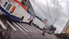 Nam thanh niên gặp nạn bất ngờ vì 'cú lừa ngoạn mục' của tài xế xe buýt