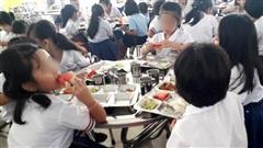 TP.HCM: Hơn 20 trẻ nhập viện vì nôn ói, tiêu chảy sau bữa ăn tại trường tiểu học, hàng chục học sinh khác biểu hiện bất thường