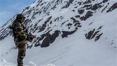 Ấn Độ: Phát hiện nhiều lính Trung Quốc nằm cáng rời khỏi các cứ điểm trên núi