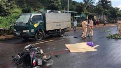 Đi xe máy khi trời mưa lớn, người đàn ông tông vào đuôi xe tải đậu bên đường, tử vong tại chỗ
