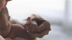 Vợ vừa sinh con, chồng vào viện thăm, nhìn 1 cái đã khăng khăng đây không phải con mình