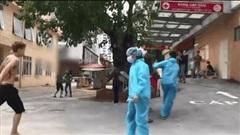 Vụ clip 'tài xế xe ôm công nghệ' hỗn chiến bằng dao tại Bệnh viện E: Hé lộ nguyên nhân bất ngờ