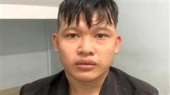 Bị giật điện thoại trên đường, thanh niên 20 tuổi đuổi theo tông thẳng xe vào tên cướp