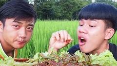 YouTuber nước ngoài nhè đồ ăn ra ngay trước ống kính: cố gắng 'diễn sâu' lắm rồi nhưng không cố được!
