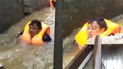Chủ tịch xã ở Quảng Bình nhiều ngày ngâm mình trong dòng nước lũ, cứu hàng trăm người khỏi lưỡi hái tử thần