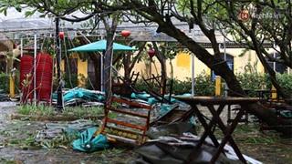 Video: Sức gió khủng khiếp của siêu bão số 9 khi đổ bộ Đà Nẵng